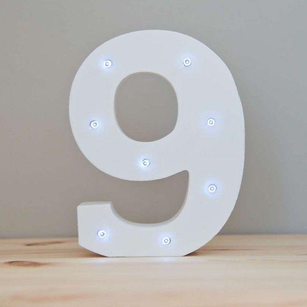 NUMERO 9 LUZ LED MADERA BLANCO